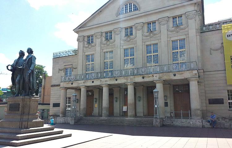 Theater bleiben vorerst bis Ende März geschlossen