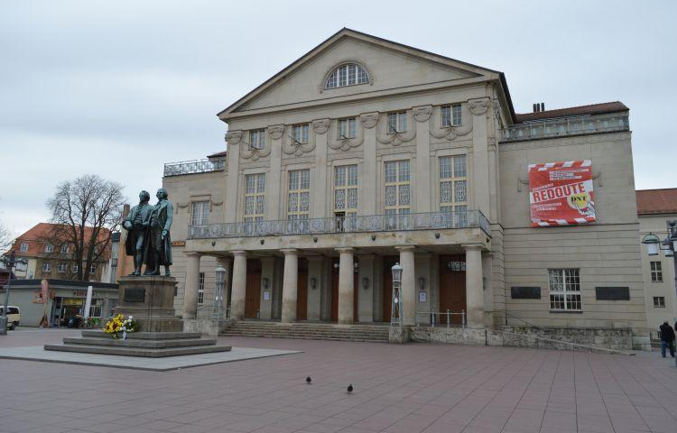 Weimar: 20-Jähriger beschmiert Goethe-Schiller-Denkmal