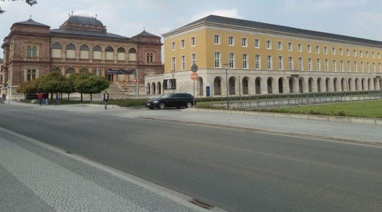 Weimar: Unbekannte stehlen Schlagbaum vom Atrium