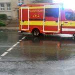 RTW Feuerwehr Einsatz Blaulicht TNetzbandt regen thib24.de 750