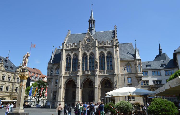 Erfurt: Förderverein übergibt Gemälde mit Stadtansicht an das Stadtmuseum