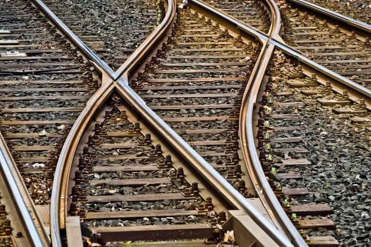Nordhausen: Kinder spielen direkt an der Bahnstrecke