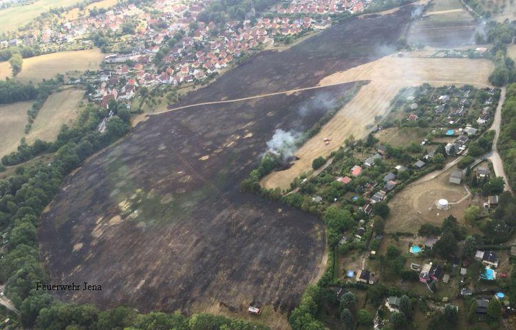 Jena: Feld in Drackendorf in Brand geraten