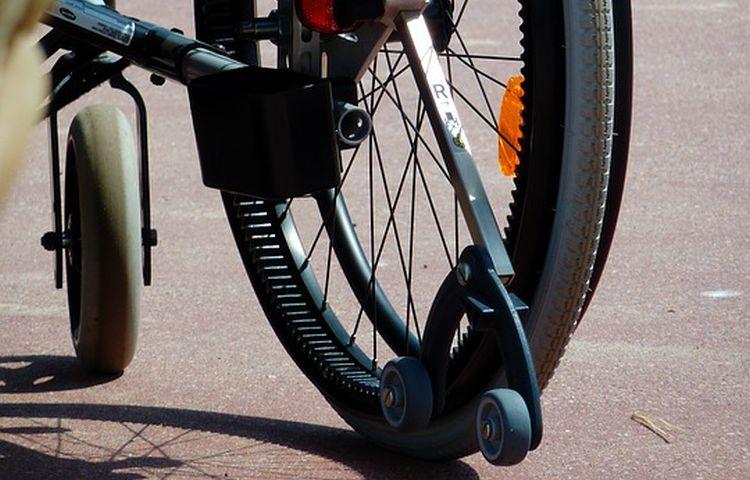Mühlhausen: Rollstuhlfahrer bestohlen