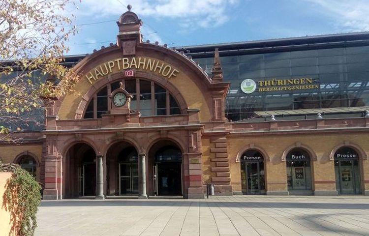 Erfurt: mit Küchenmesser Zigaretten gefordert