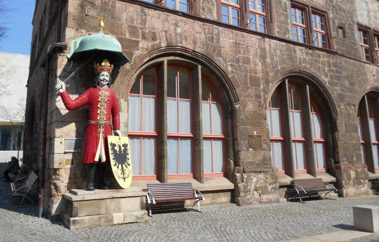 Nordhausen: Rufanlage der Eingangstür am Landratsamt beschädigt