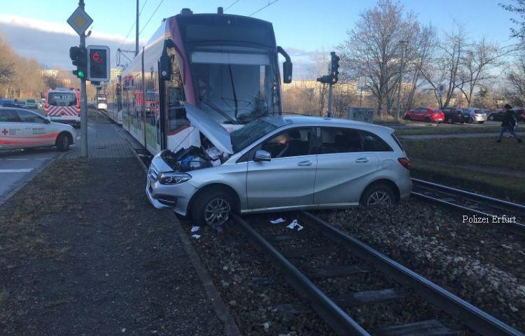 Erfurt: 84-Jähriger bei Straßenbahnunfall schwer verletzt