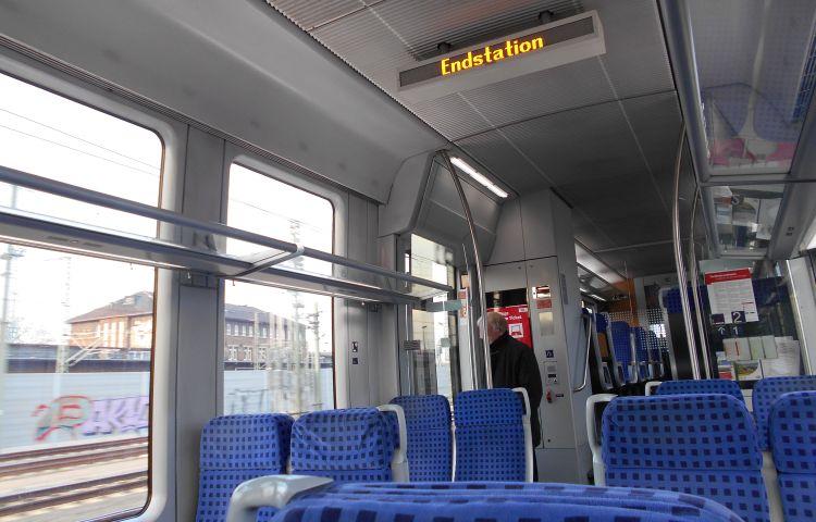 Meiningen: Schwarzfahrer schlägt Zugbegleiterin – Zeugen gesucht