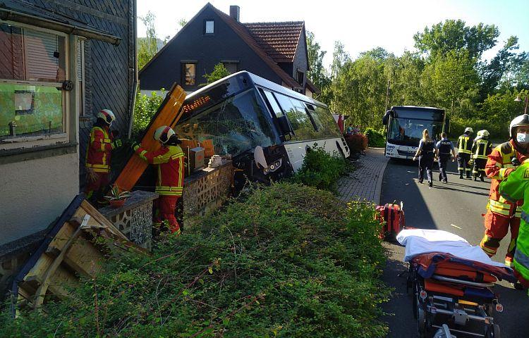 Cottendorf (Ilm-Kreis): Bus verunglückt