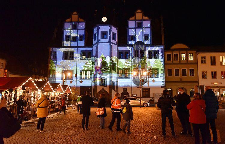 Saalfeld: Projektionen am Rathaus