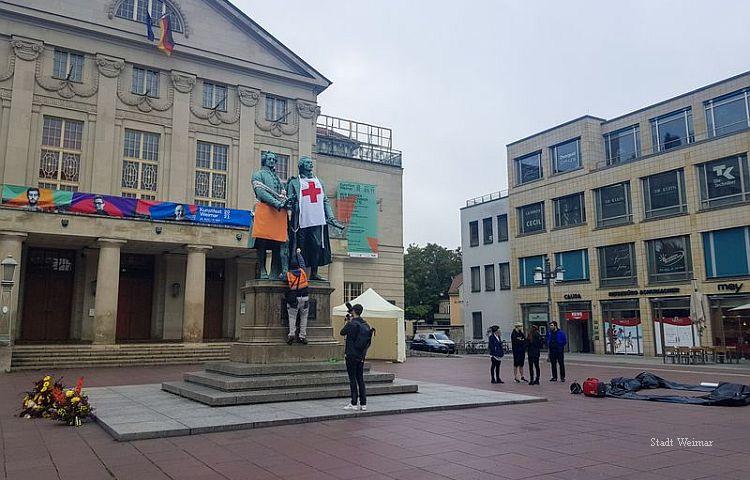 Weimar: Das Goethe-Schiller-Denkmal ist keine Requisitenhalterung